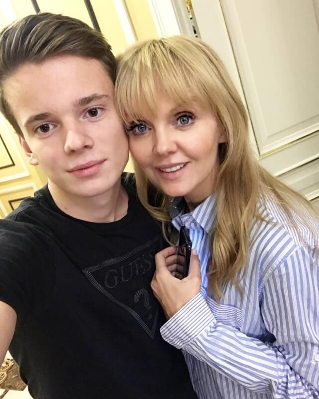 Сын певицы Валерии Арсений попал в аварию под Санкт-Петербургом
