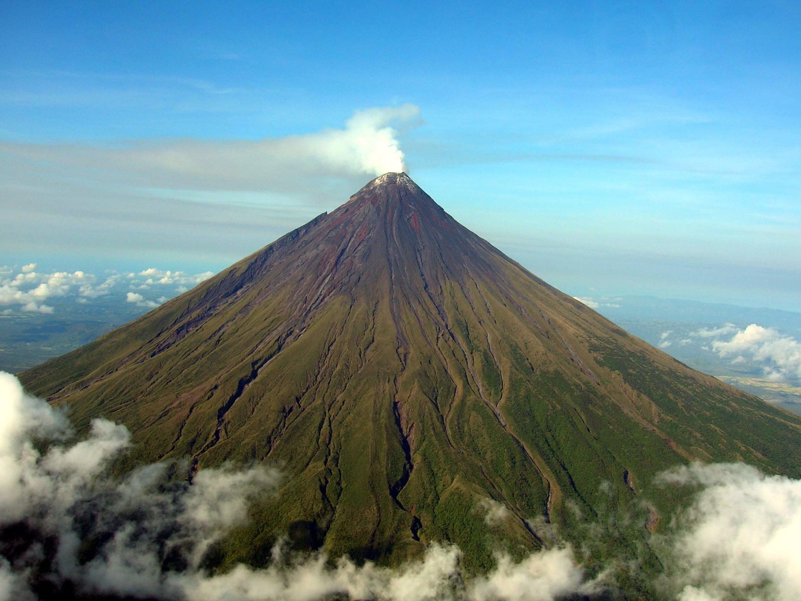Какие существа живут внутри вулкана