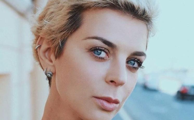 """Актриса Кристина Кузьмина рассказала, как она живет с диагнозом """"рак"""" и как справляется с трудностями"""