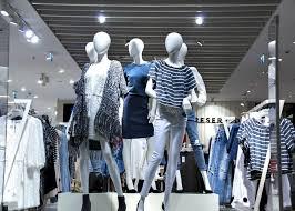 Какую рекламную одежду выбрать для продвижения своего бизнеса? — практические советы от Qoovee