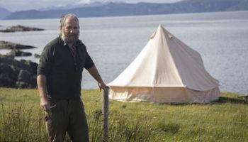 Шотландского фермера возмутил Борис Джонсон своей палаткой на его земле