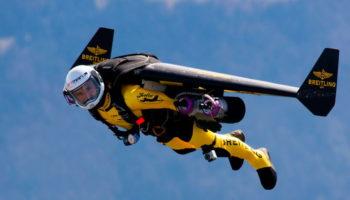 Человек с реактивным ранцем напугал пилотов в небе над Лос-Анджелесом